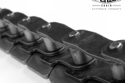 Offset links chain with (crescent shaped) top plates